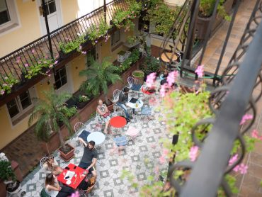 hotel-am-brillantengrund_courtyard-13