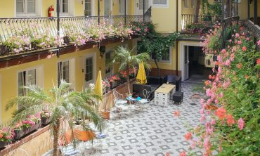 hotel-am-brillantengrund_courtyard1